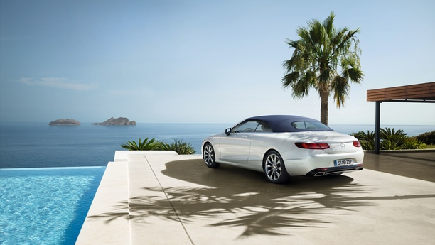 Mercedes-cabrio-pool-spring