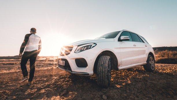 Sixt Mercedes-Benz GLE bílý na pláži