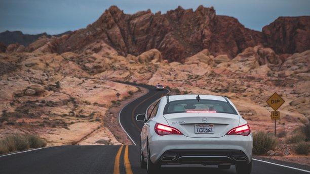 Sixt Mercedes C bílý
