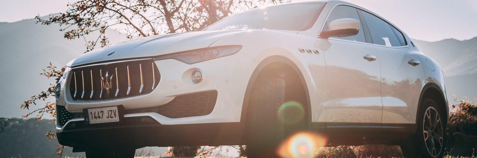 Sixt Maserati Levante bílé