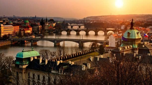 Centrum Prahy panorama mosty přes Vltavu