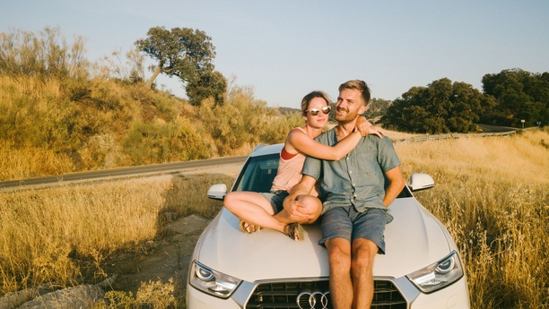 couple-car-road-summer-pisa