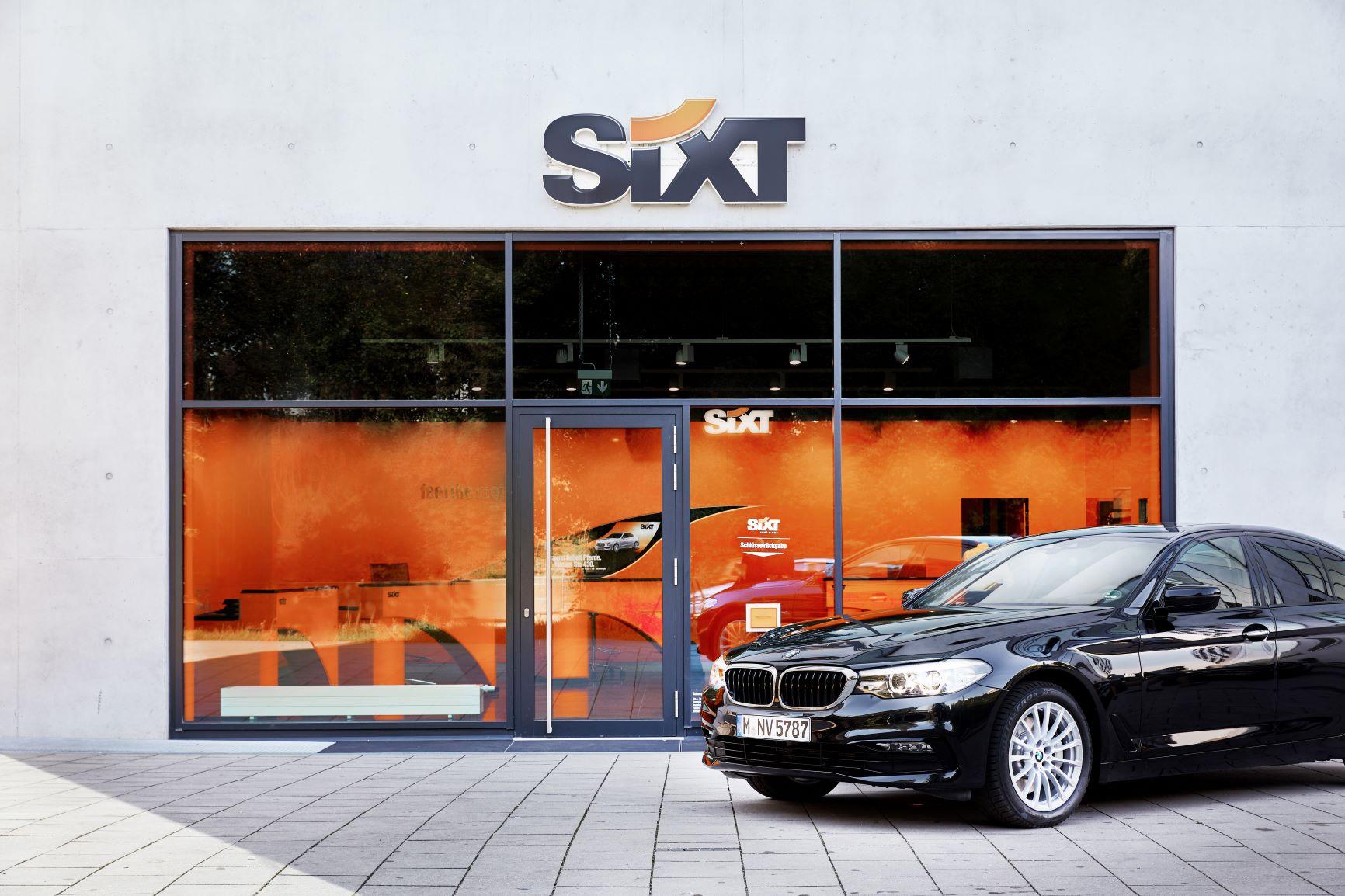 BMW před pobočkou Sixt
